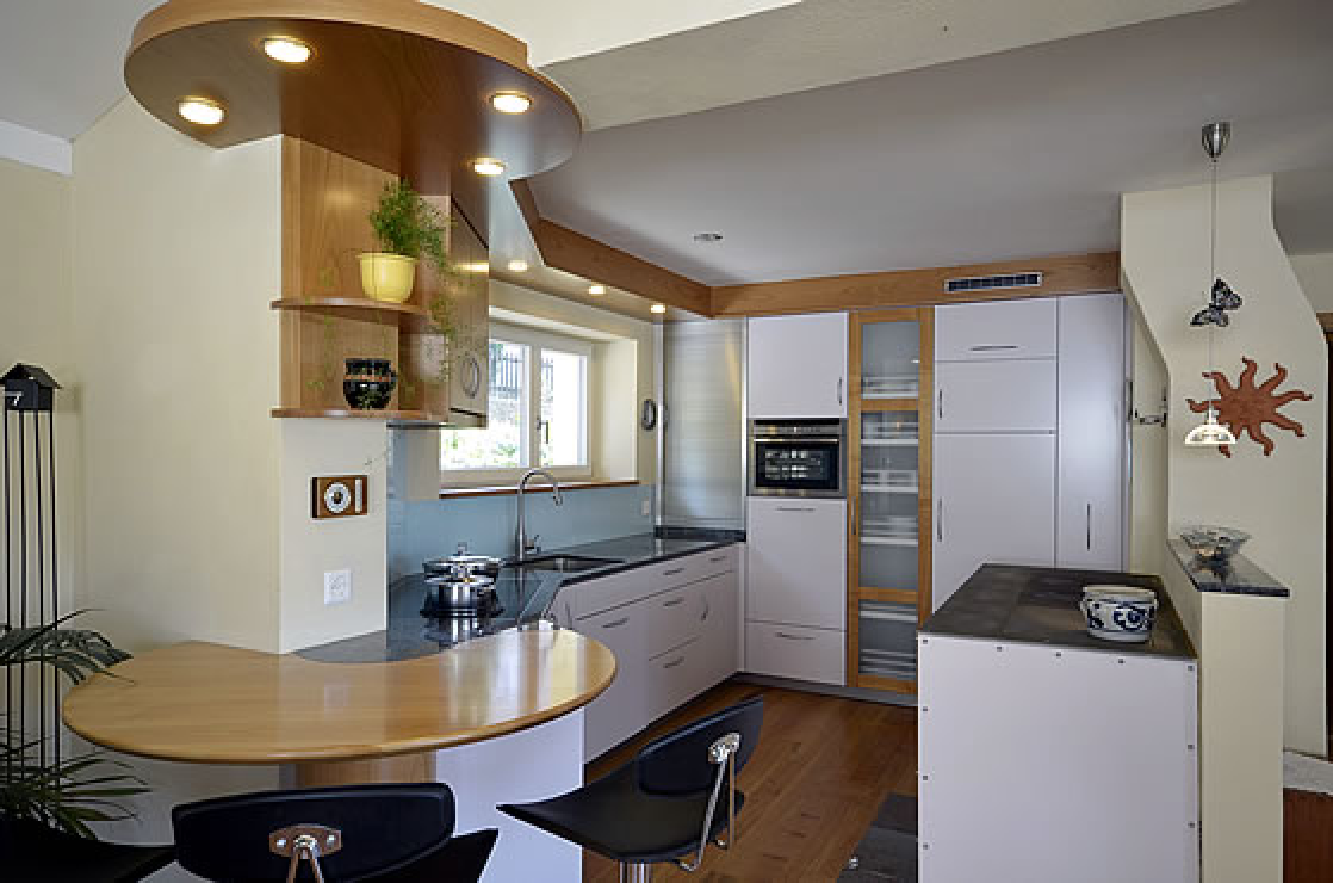 Brender   Mehr Raum Für Ideen!   Küche 15: Kirsche Europ. U0026 Lack, Creme Mit  Integriertem Esstisch In Kirsche