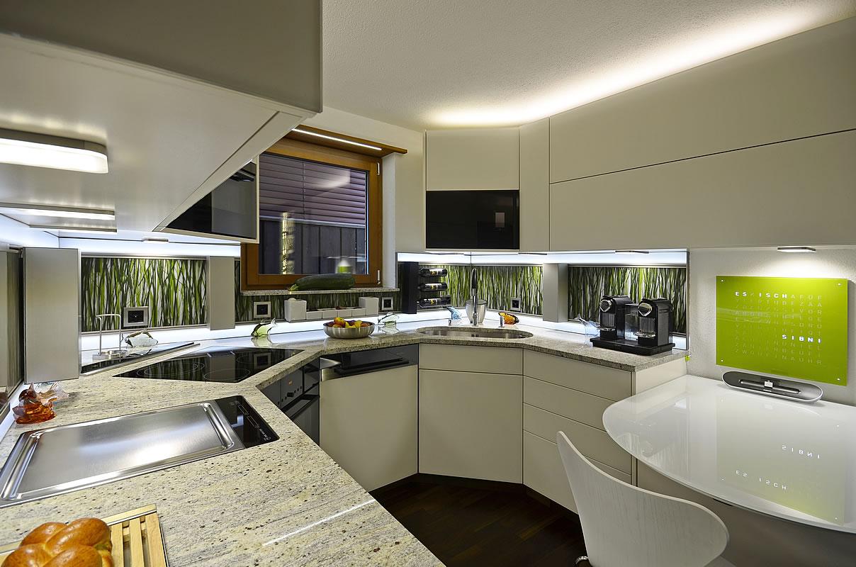brender mehr raum f r ideen k che 21 k che mit glasfronten satiniert weiss matt und. Black Bedroom Furniture Sets. Home Design Ideas
